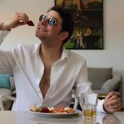 Was sagt die Körpersprache des Mannes beim Flirten aus?